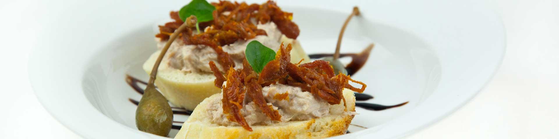 Bruschetta z pastą z tuńczyka