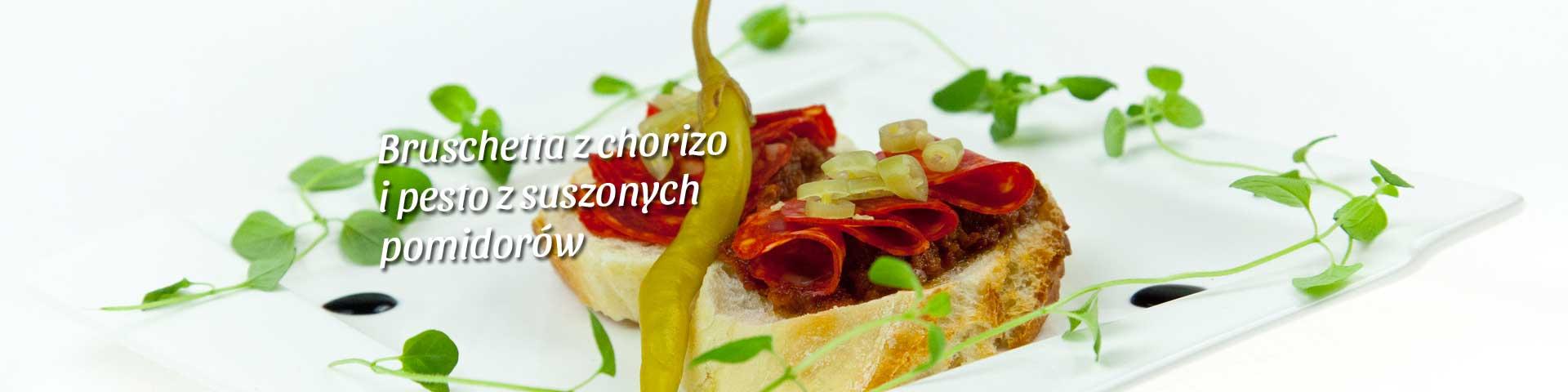 Bruschetta z pesto z pomidorów z chorizo
